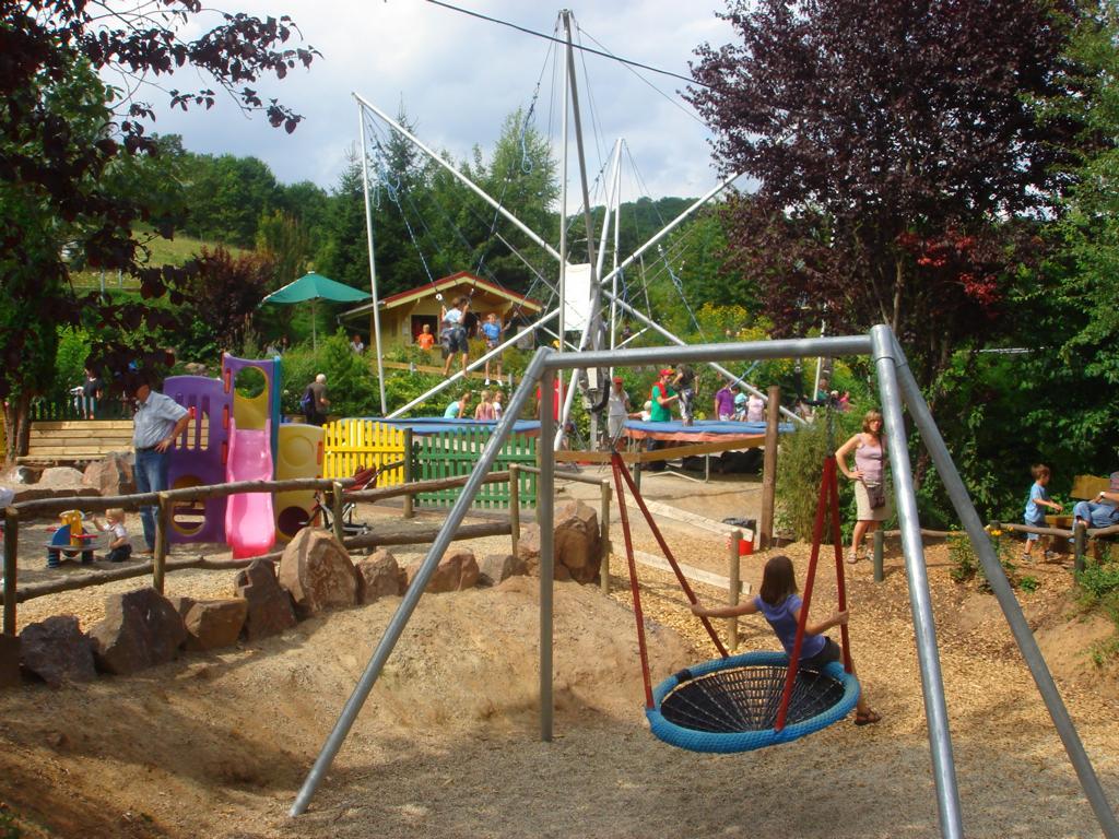 Spielplatz Vogelnestschaukel Edersee- DSC06005